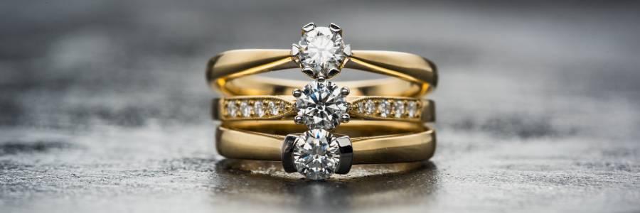 Mittelfinger bedeutung ring Ring